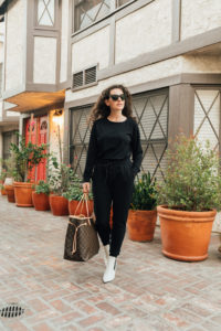 Los Angeles mom blogger wears Cozy Earth Jogger Outfit